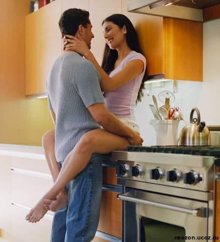 Домашний секс на кухне мужа с женой